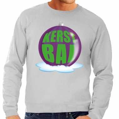 Foute kersttrui kerstbal paars op grijze sweater heren