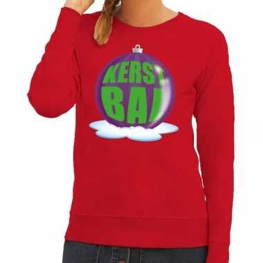 Foute kersttrui kerstbal paars op rode sweater dames