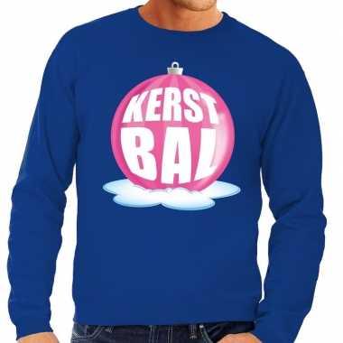 Foute kersttrui kerstbal roze op blauwe sweater heren
